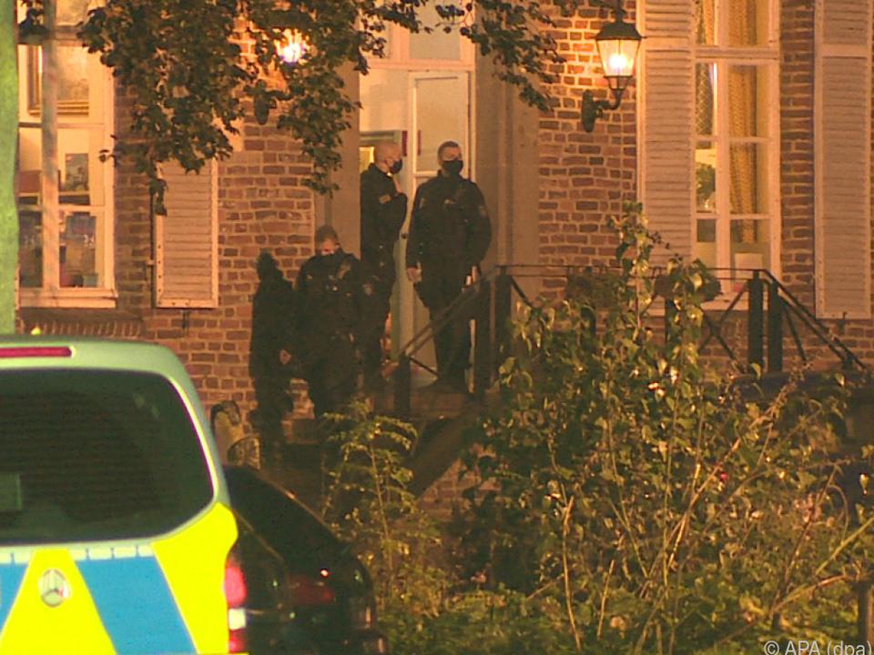 Die Frau wurde von der Polizei in Sicherheit gebracht