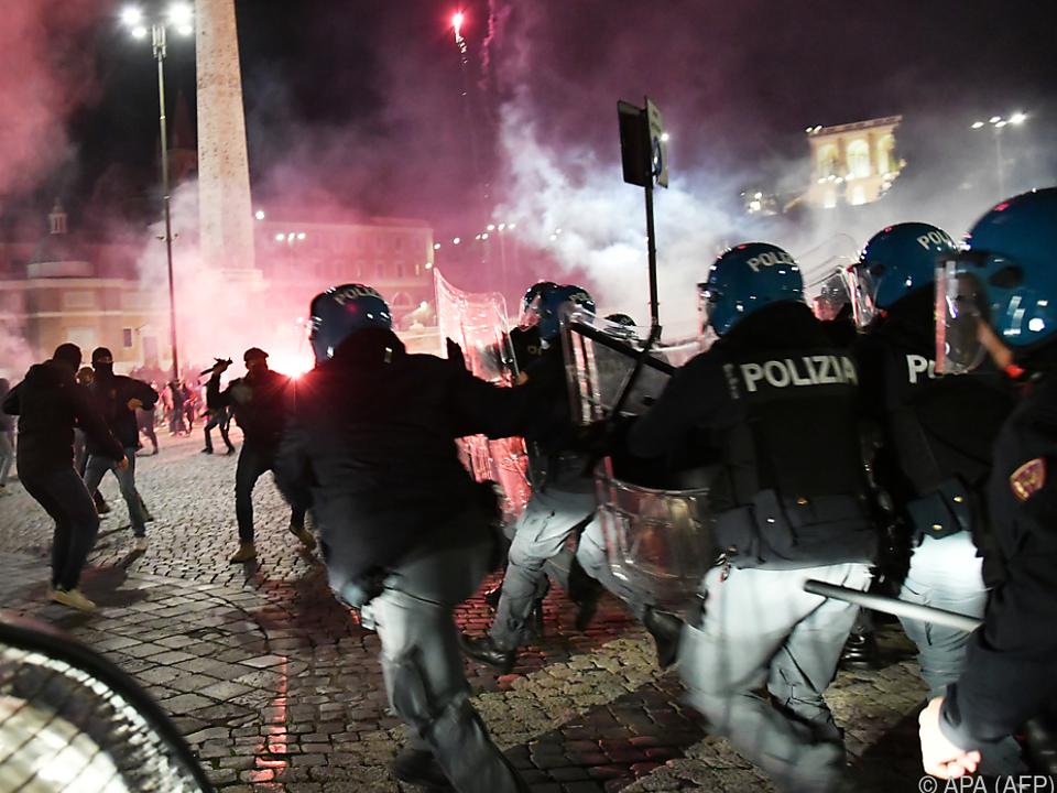 Neapel: Krawalle nach Corona-Ausgangssperre