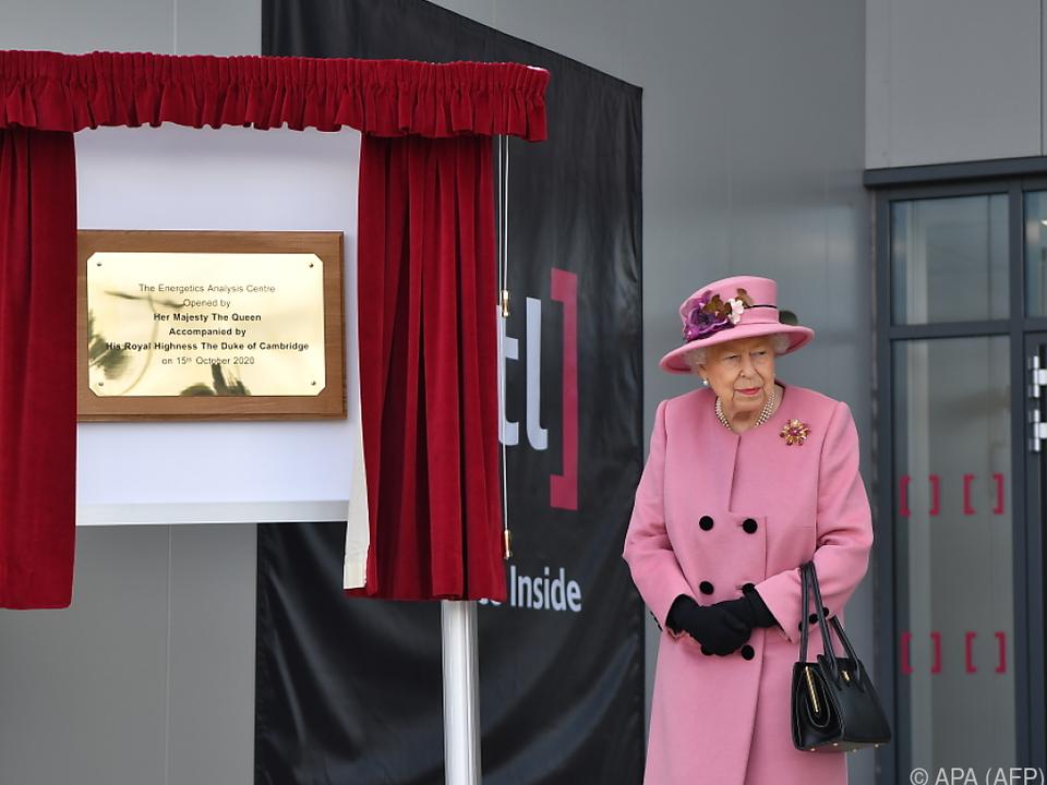 Die Queen besuchte ein Rüstungstechnologiezentrum