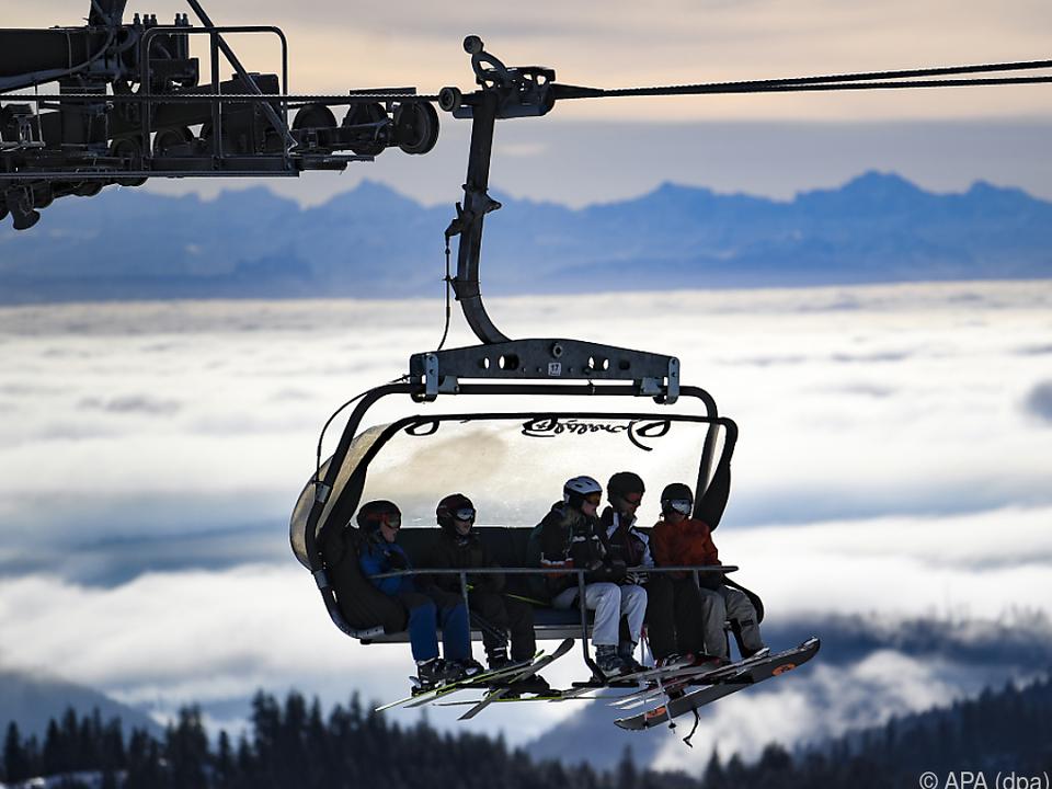 Die Skigebiete werben zum Teil mit Rabatten