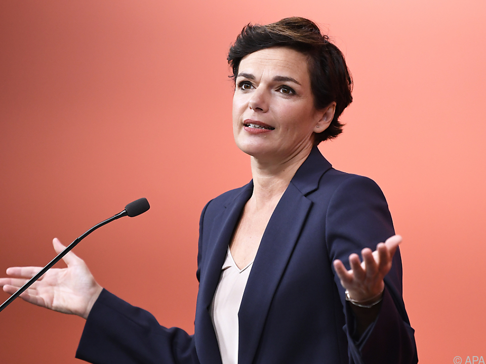 Die SPÖ-Chefin fordert von der Regierung einen konkreten Plan