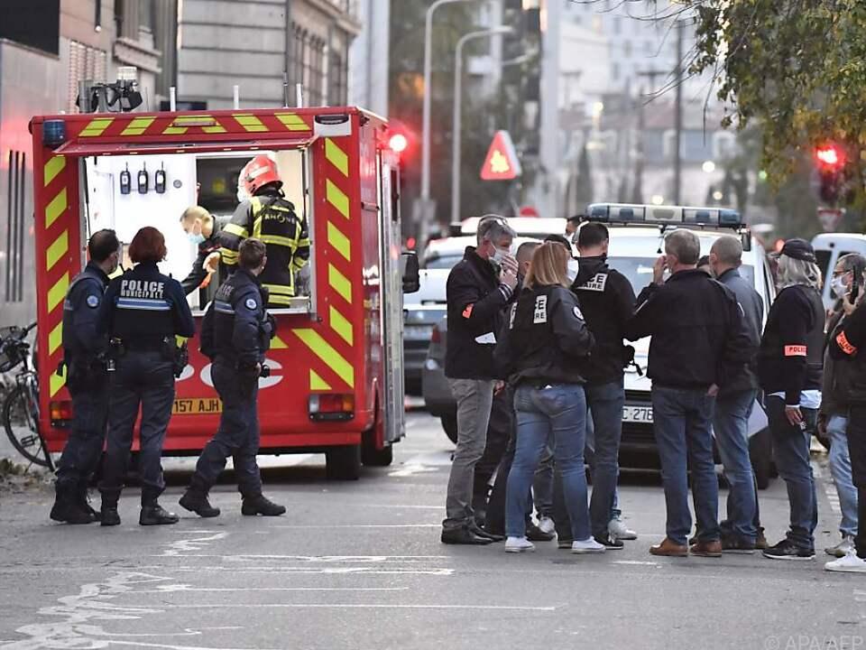 Einsatzkräfte am Tatort in Lyon