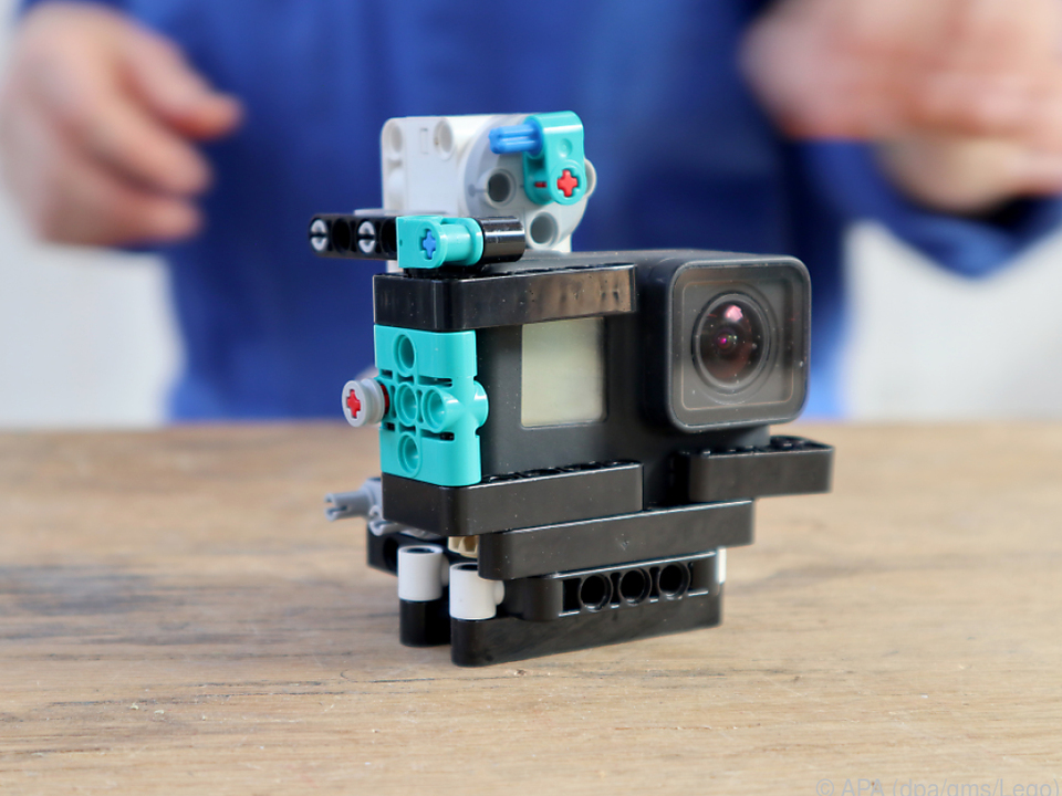 Für den Bau der Fotoaufnahmebox für Hunde kommt die Kamera in ein Lego-Gerüst
