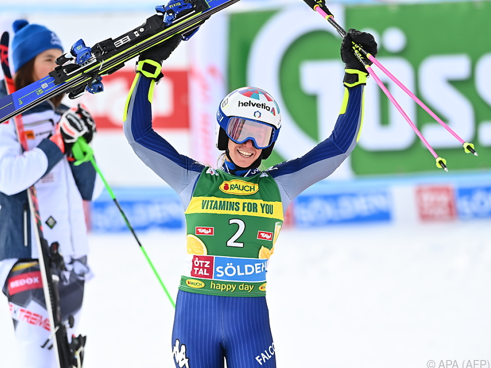 Glückliche erste Siegerin der neuen Weltcup-Saison