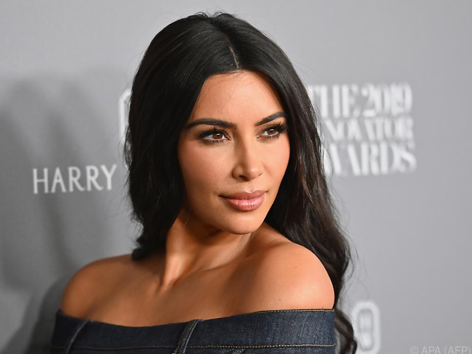 Kim Kardashian steht ihrem Mann auch in schlechten Zeiten bei