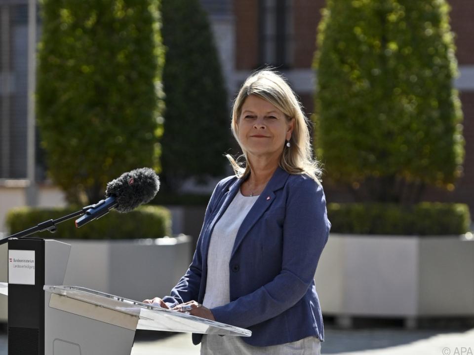 Klaudia Tanner (ÖVP) überstand einen Misstrauensantrag problemlos