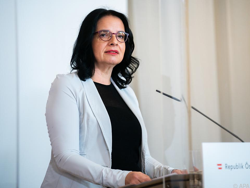 Kulturstaatssekretärin Mayer verspricht Sonderförderung