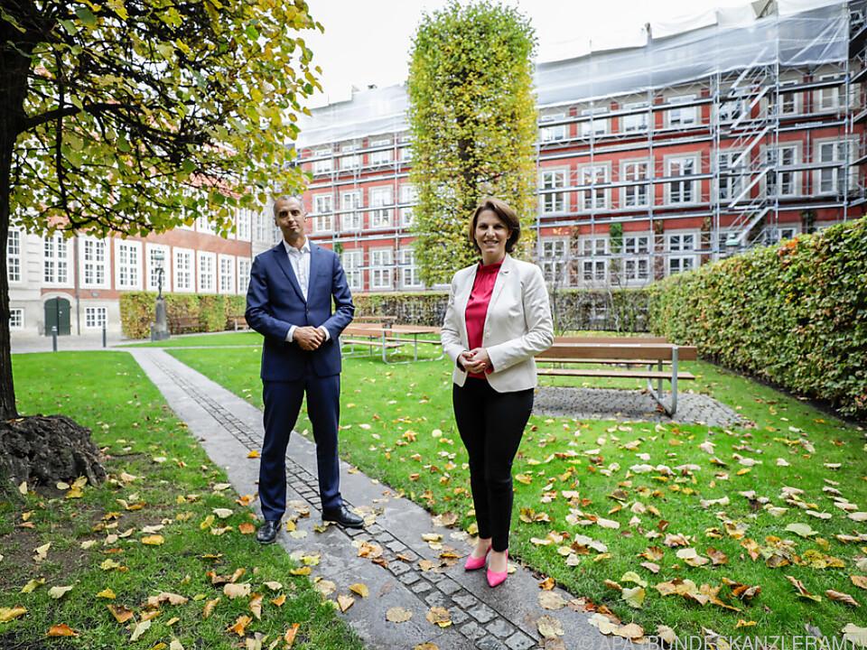 Mattias Tesfaye bei seinem Treffen mit Karoline Edtstadler
