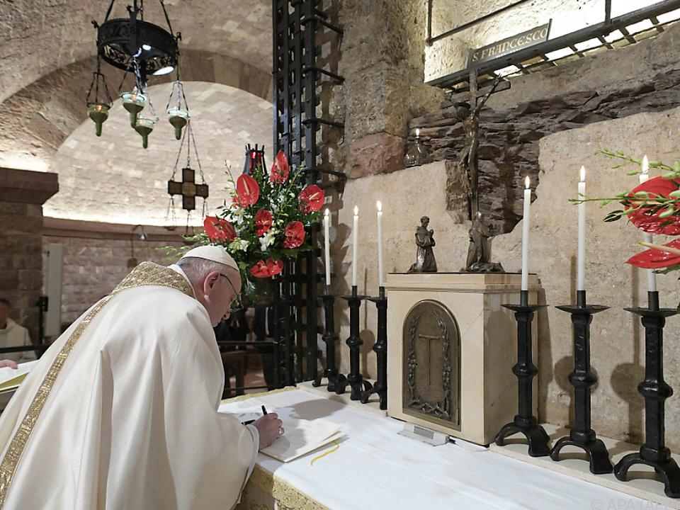 Papst unterzeichnete die Enzyklika am Samstag in Assisi