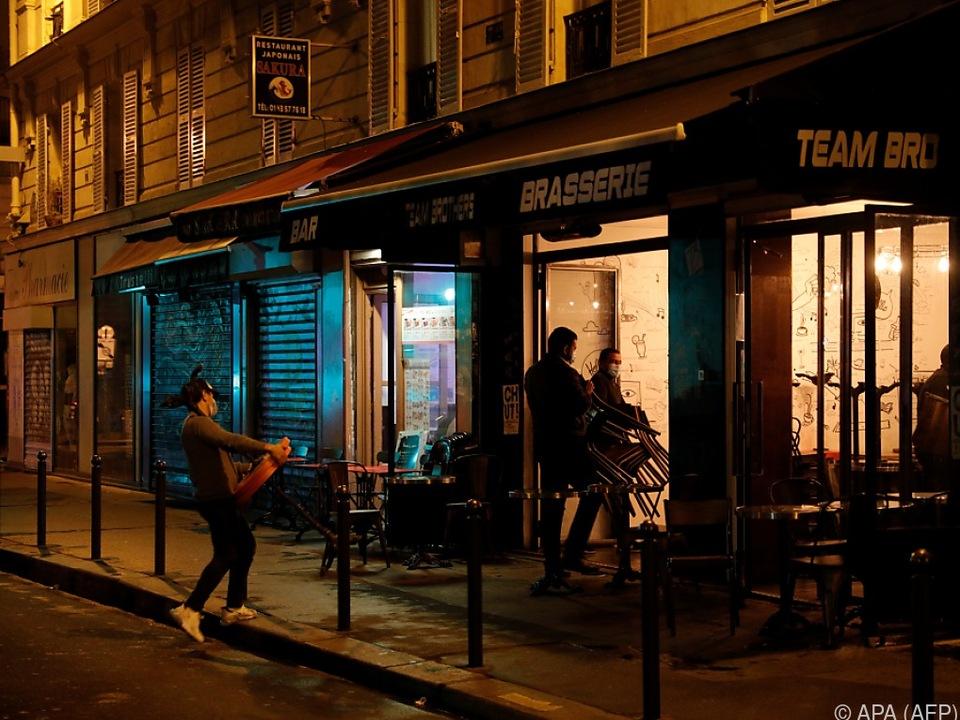 Paris klappt die Gehsteige hoch