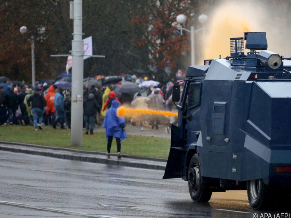 Polizei geht mit Gewalt gegen Menschen vor