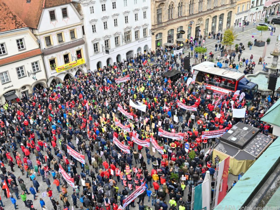 Protestmarsch am Stadtplatz in Steyr