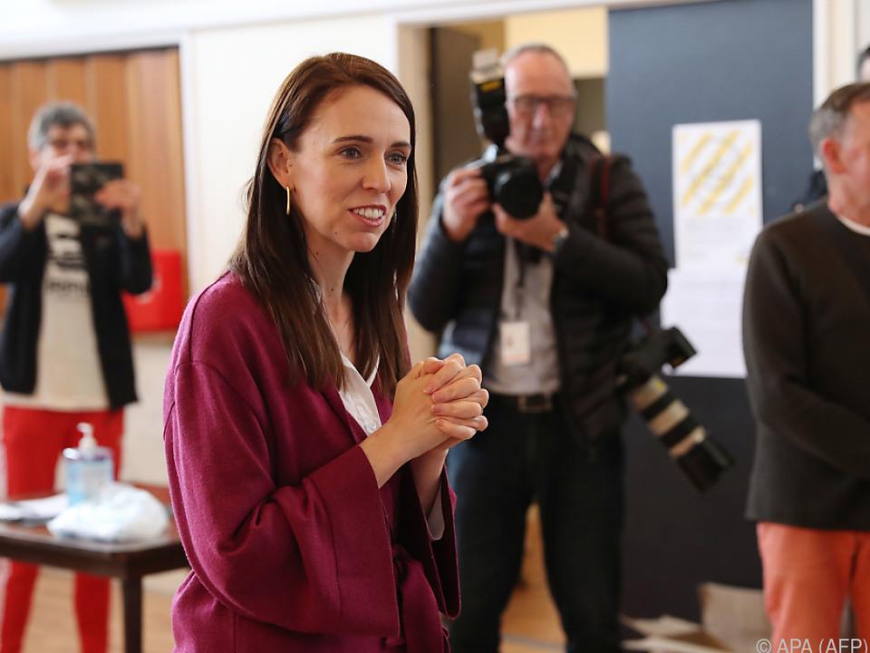 Regierungschefin Ardern winkt absolute Mehrheit