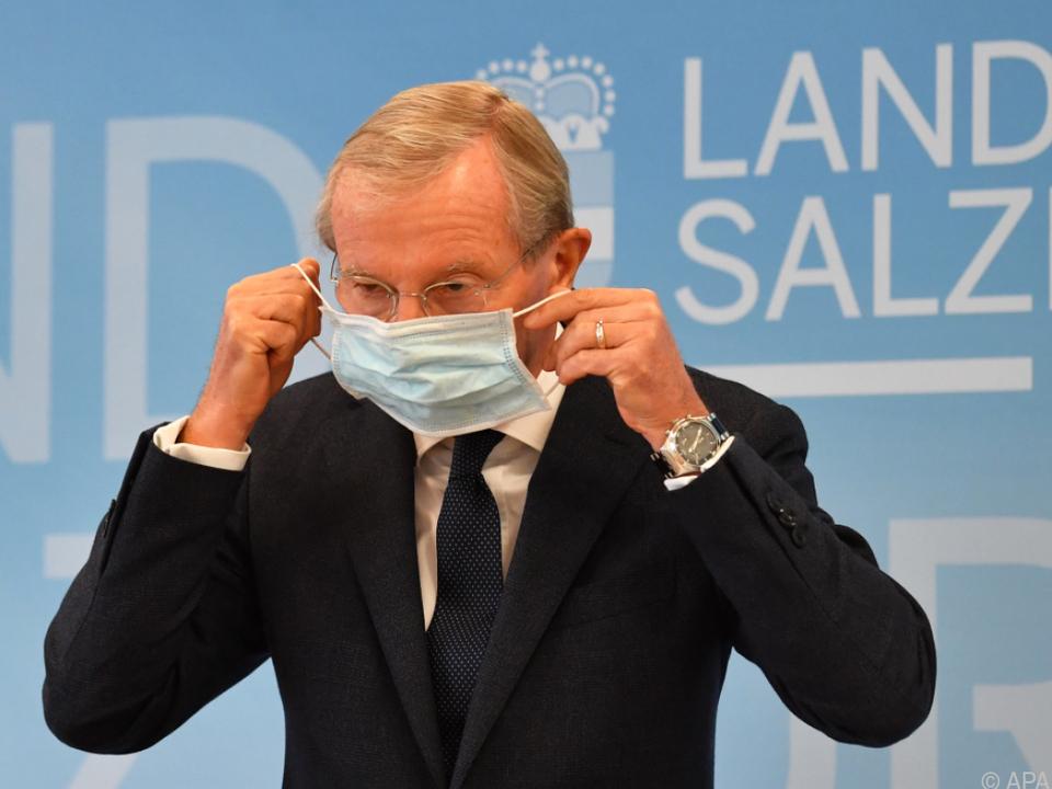 Salzburger Landeshauptmann Haslauer mit Maske
