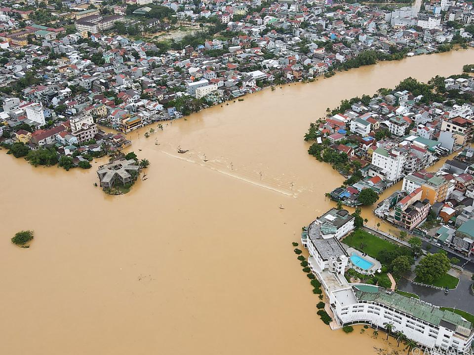 Starke Überflutungen in vielen Landesteilen