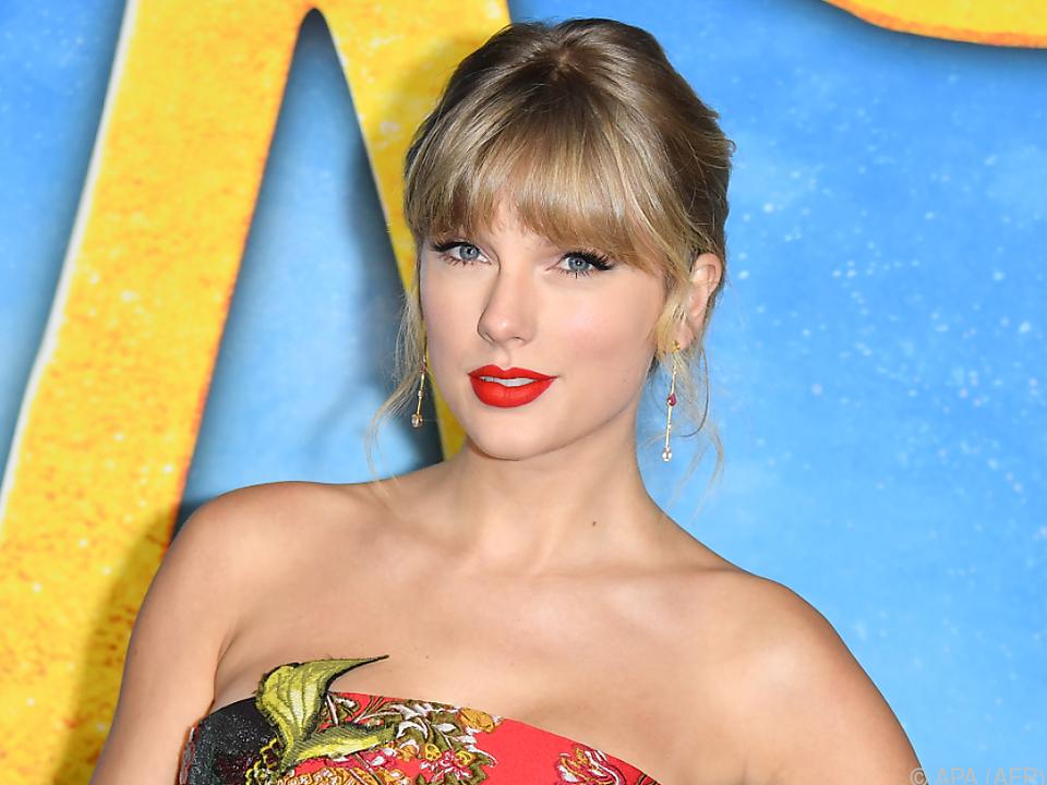 Taylor Swift spendete eine Gitarre