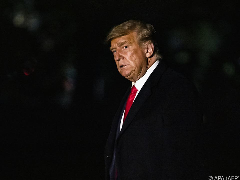Trump wetttert gegen Briefwahl