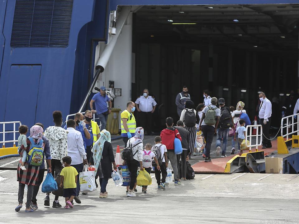 Zahlreiche Migranten durften auf das Festland