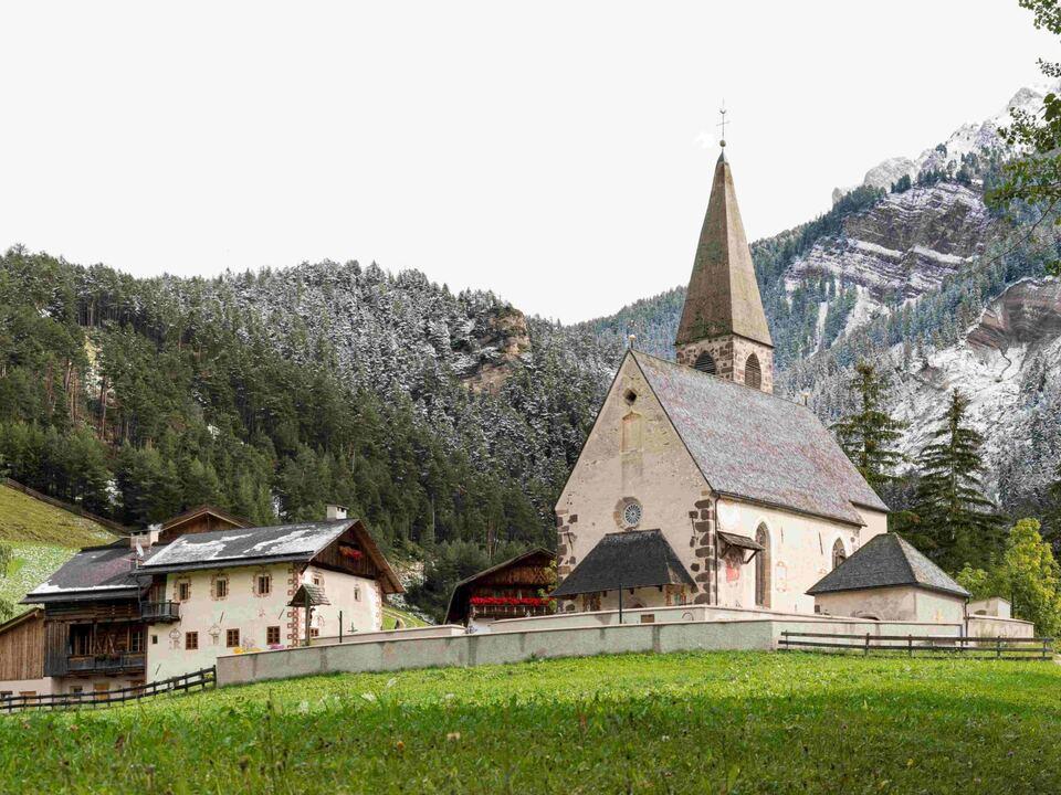 Die Kirche St. Magdalena in Villnöß (Foto: 1088839_StMagdalenaVilln_ss-5897