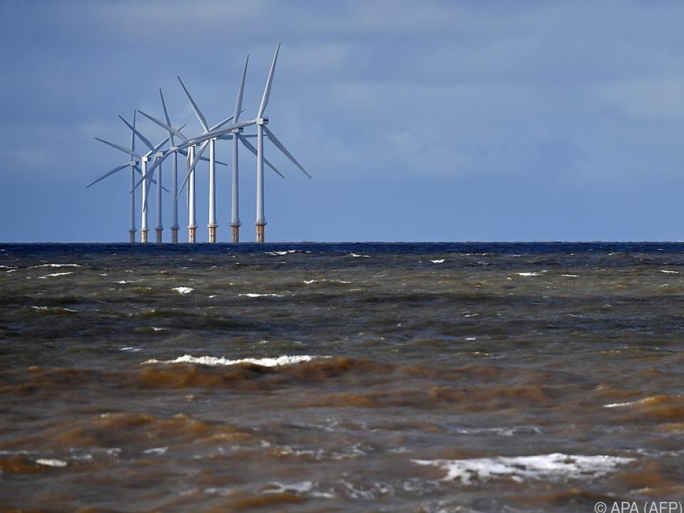 Auf dem Meer bläst der Wind stark