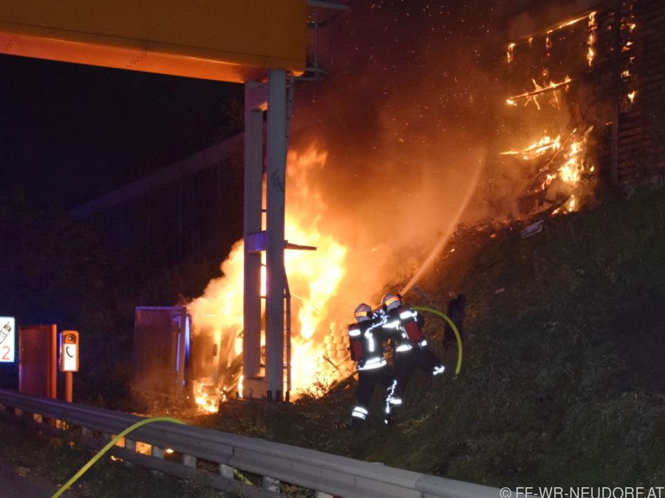 Auf der Südautobahn in NÖ starb ein Mensch