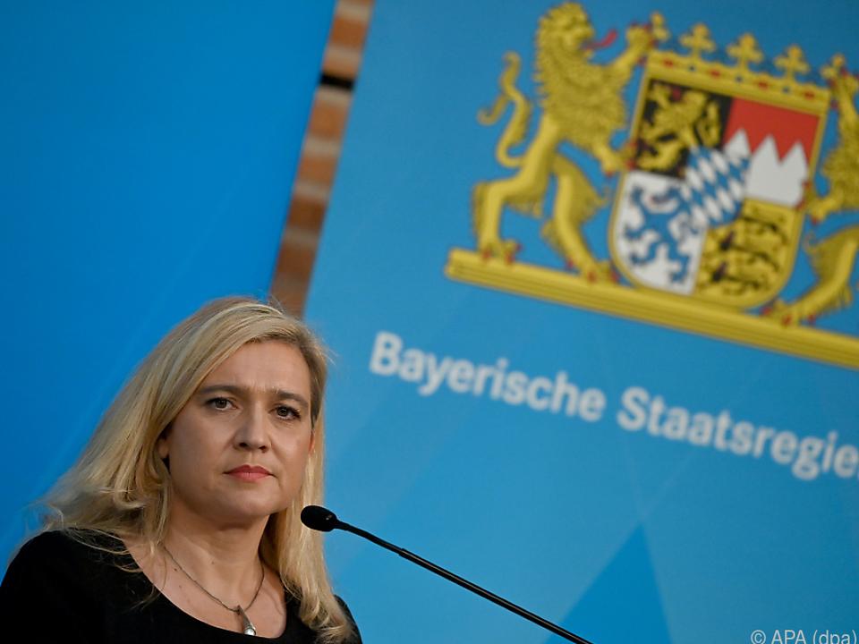 Bayerns Gesundheitsministerin: Verzicht auf Reisen