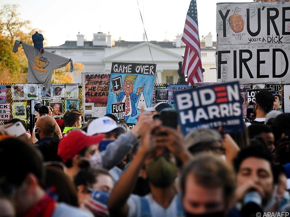 Biden-Unterstützer feiern vor dem Weißen Haus in Washington