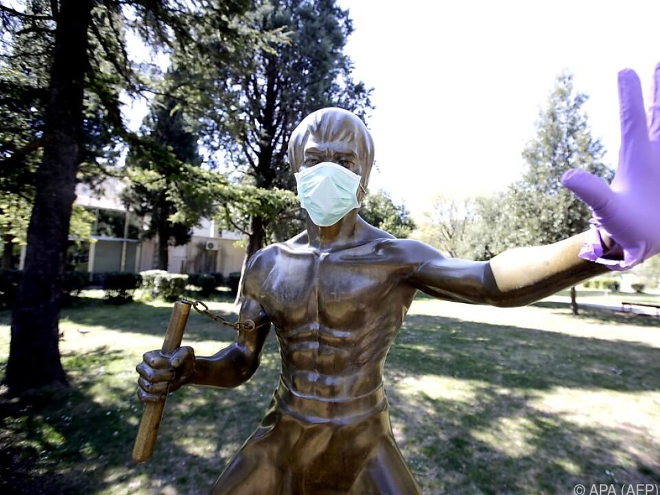 Bronze-Statue von Bruce Lee in Zeiten von Corona