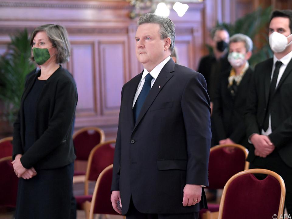 Bürgermeister Ludwig und die Stadtregierung trauern