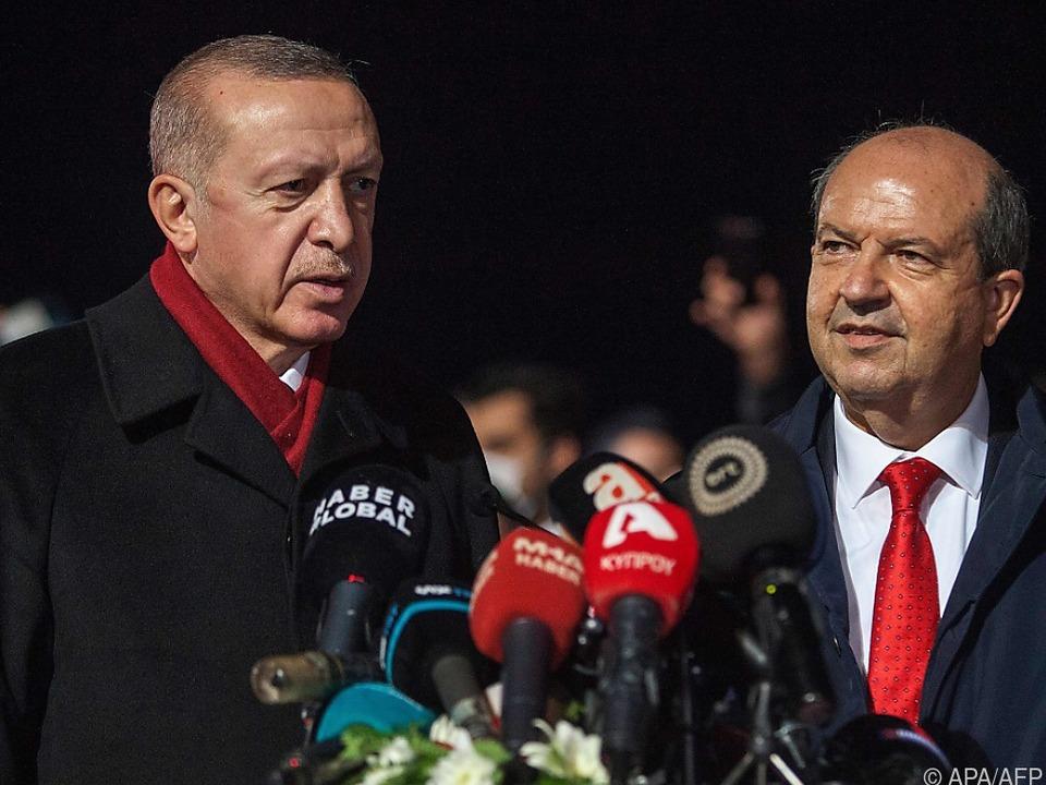 Erdogan zu Gast bei Nordzyperns Präsident Ersin Tatar