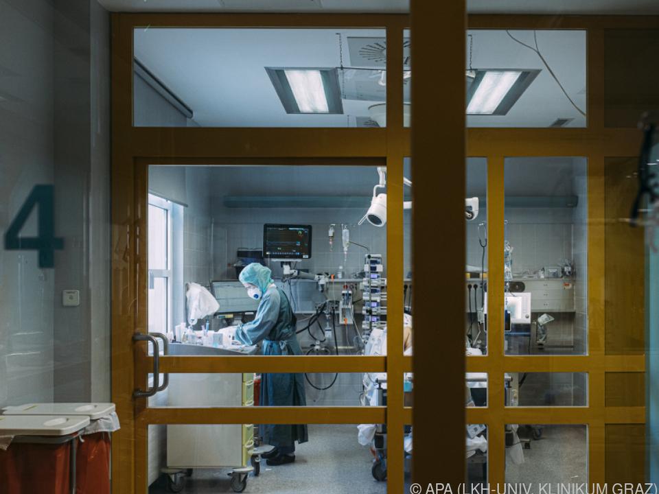Erneut mehr Patienten auf den Intensivstationen
