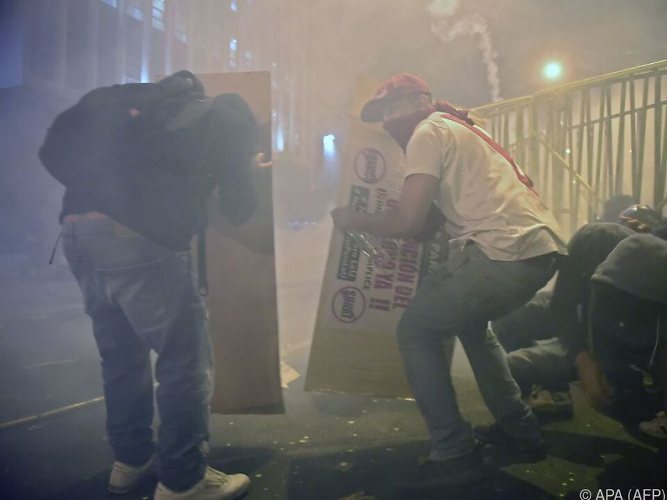 Eskalierende Proteste und Tränengas-Einsatz