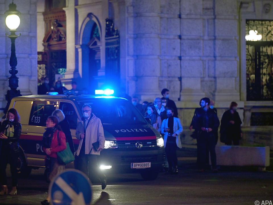 Evakuierung des Burgtheaters gegen 00.45 Uhr