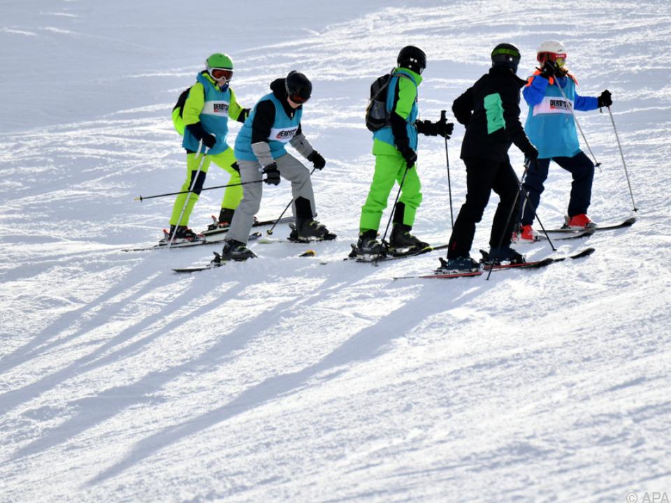 Ski sym Geöffnete Skipisten könnten die Infektions-Zahlen nach oben treiben