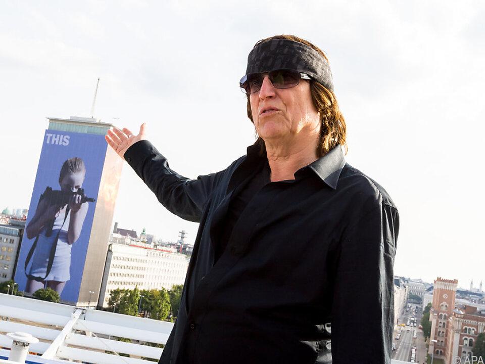 Gottfried Helnwein vor seiner Ringturmverhüllung 2018 in Wien