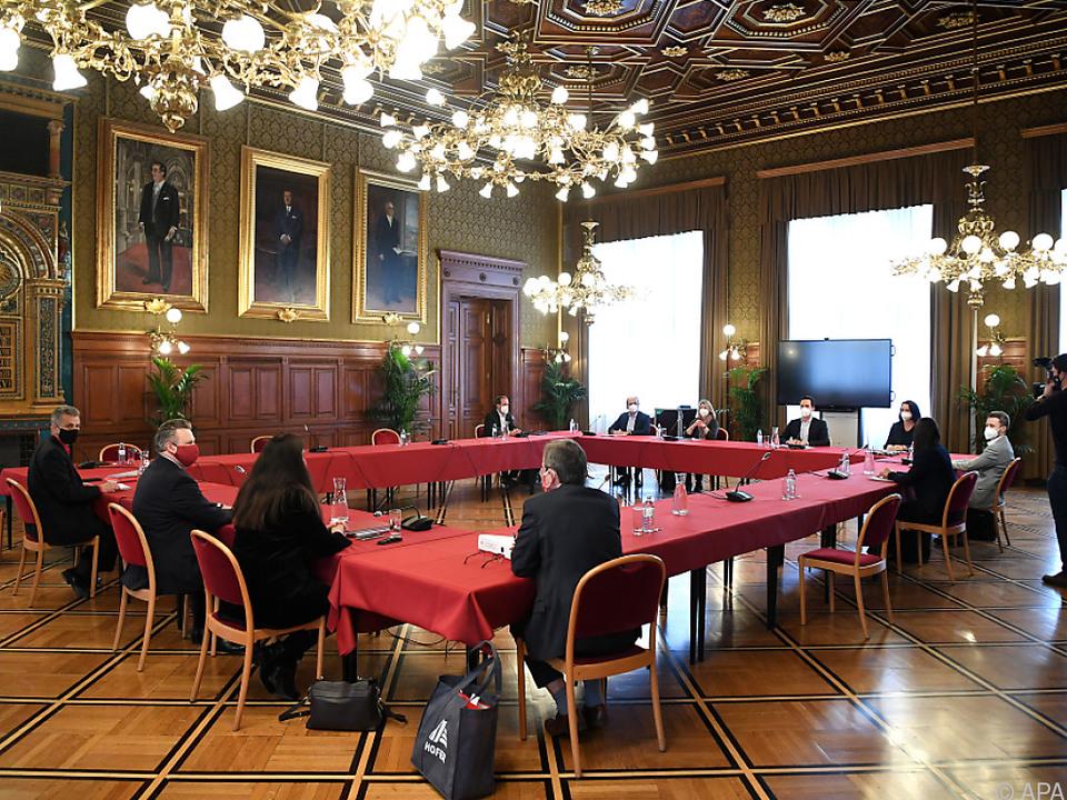 Große Verhandlungsrunde im Wiener Rathaus