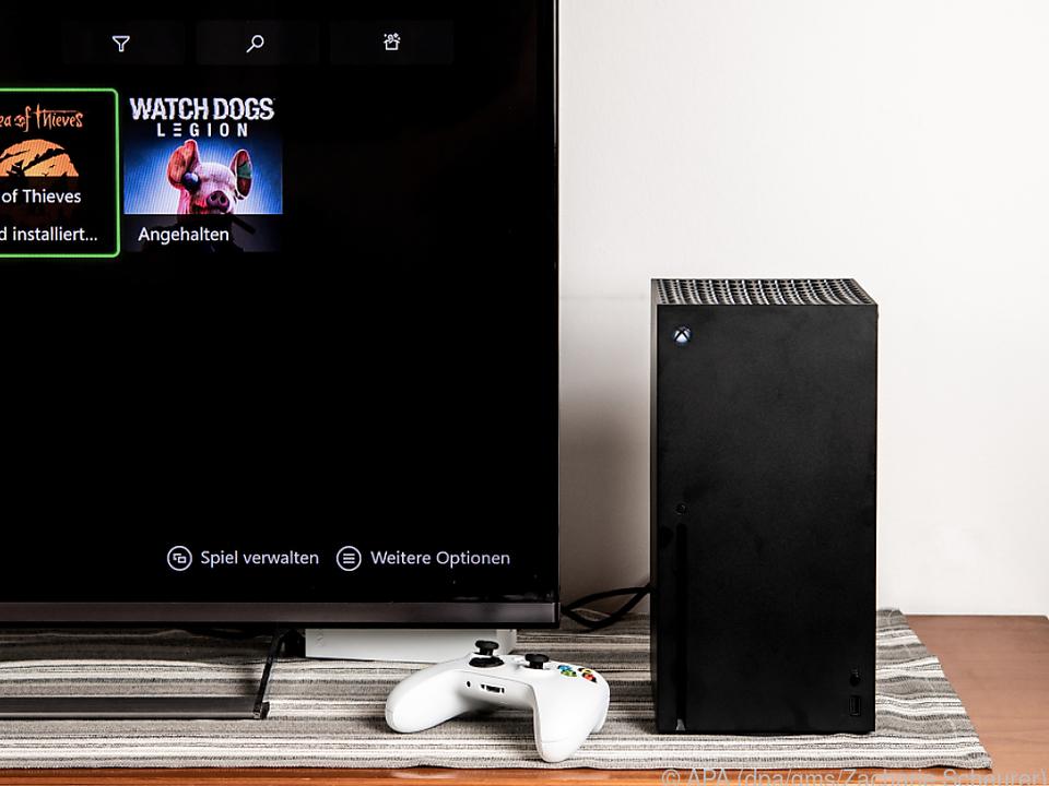 Die Series X fügt sich mit ihrem schlichten Design gut ins Wohnzimmer ein