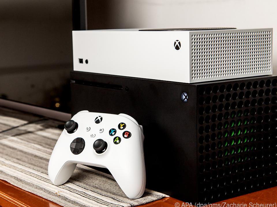 Microsoft bringt mit der Series S (oben) und der Series X zwei neue Konsolen