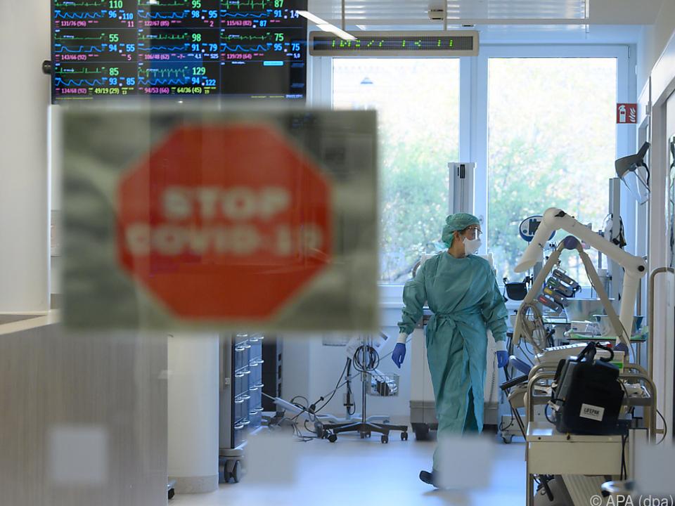 Österreich erreichte einen neuen, traurigen Rekord corona krankenhaus positiv sym