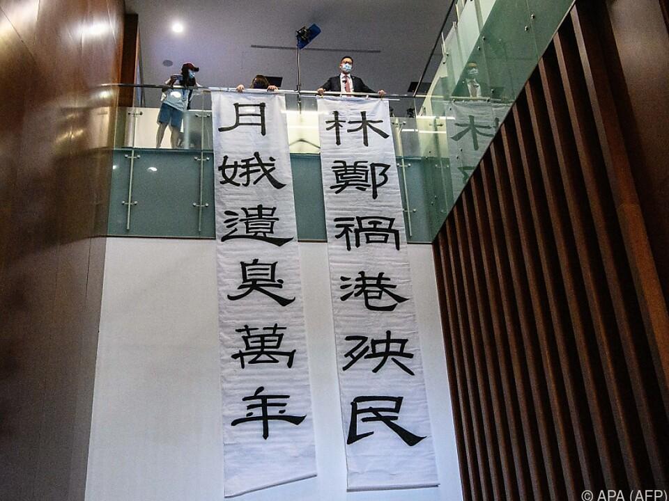 Opposition demonstriert gegen China-treue Regierungschefin Carrie Lam
