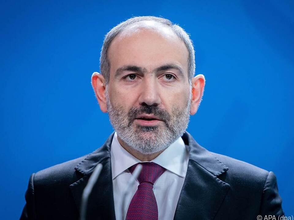 Paschinjan will sein Amt weiter ausführen