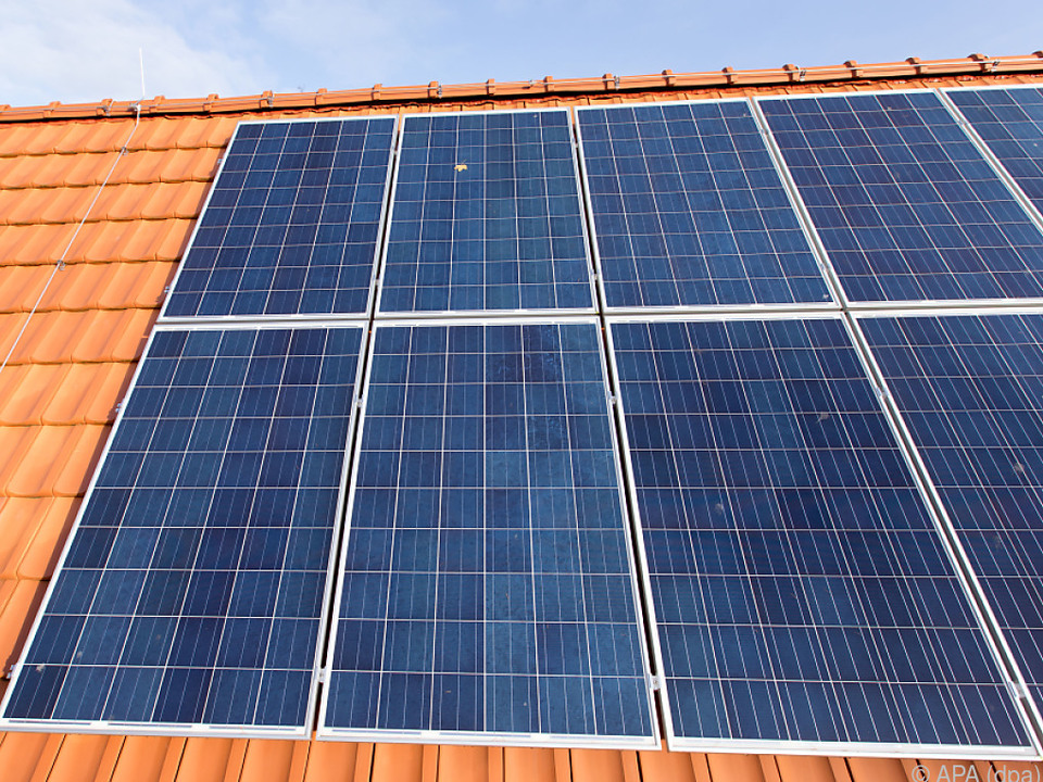 Photovoltaik-Anlage auf dem Dach eines Hauses