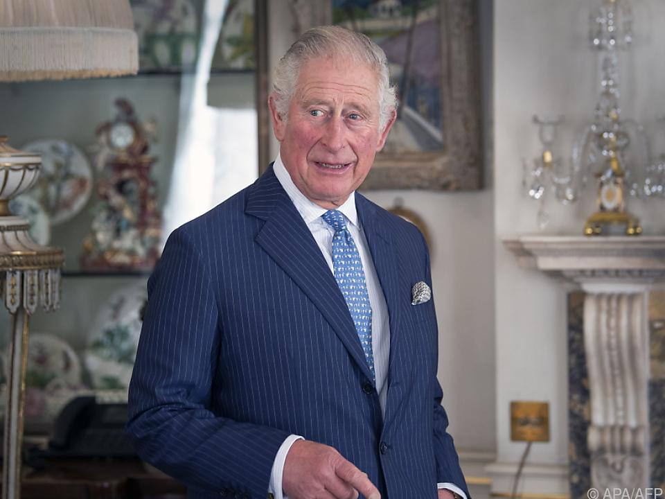 Royal schnuppert in die Kleidungsbranche hinein