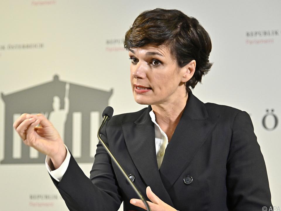 SPÖ-Chefin für einheitliche Test-Strategie