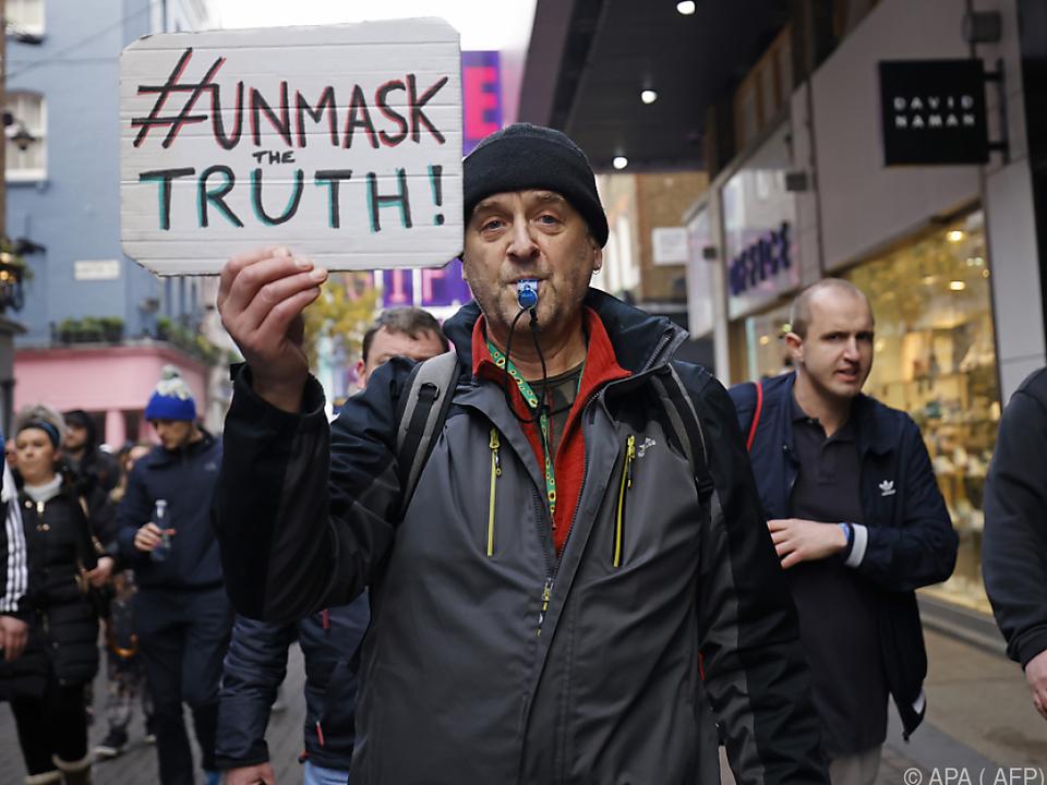 Teilnehmer zogen zumeist ohne Abstand und Masken durch London