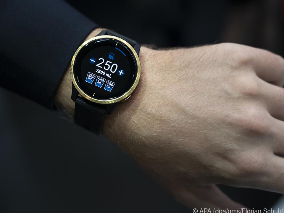 Von den drei besten Smartwatches ist die Garmin Venu mit 315 Euro die günstigste