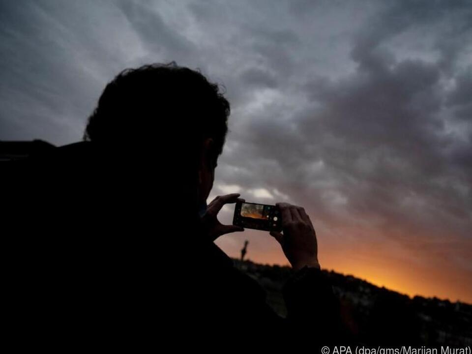 Wird das Foto zu dunkel, kann man kann die Belichtung nachjustieren