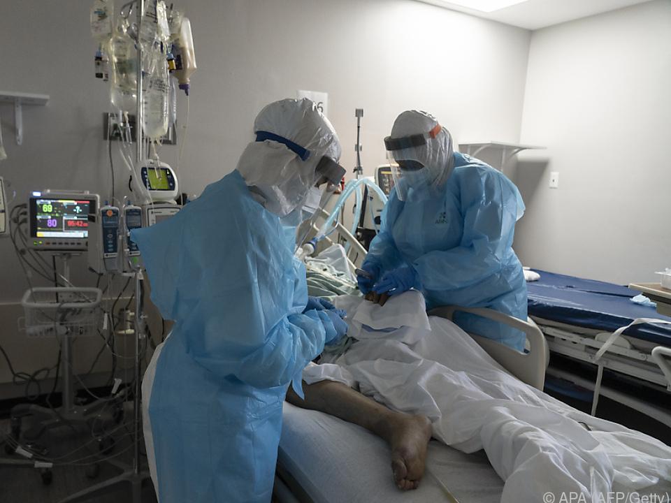 Zahlreiche Covid-Patienten liegen in Spitälern