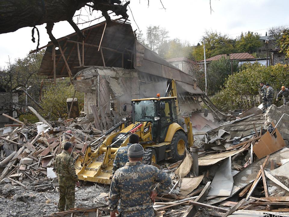 Zahlreiche Häuser in Stepanakert zerstört