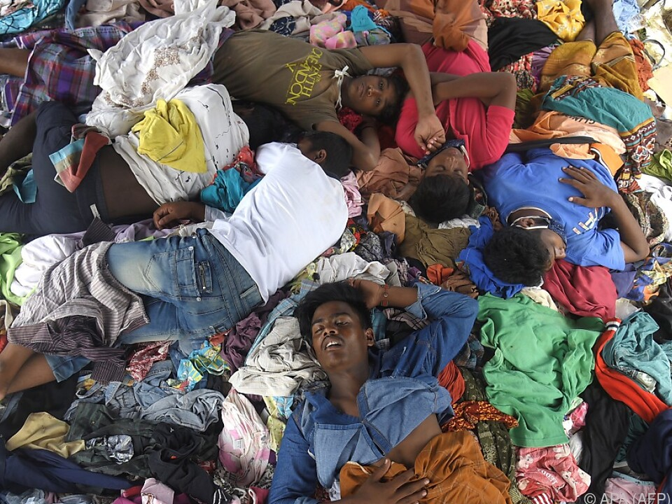 100.000 Flüchtlinge befinden sich derzeit am Festland
